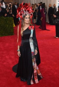 SJP in H&M and Phillip Treacy headpiece